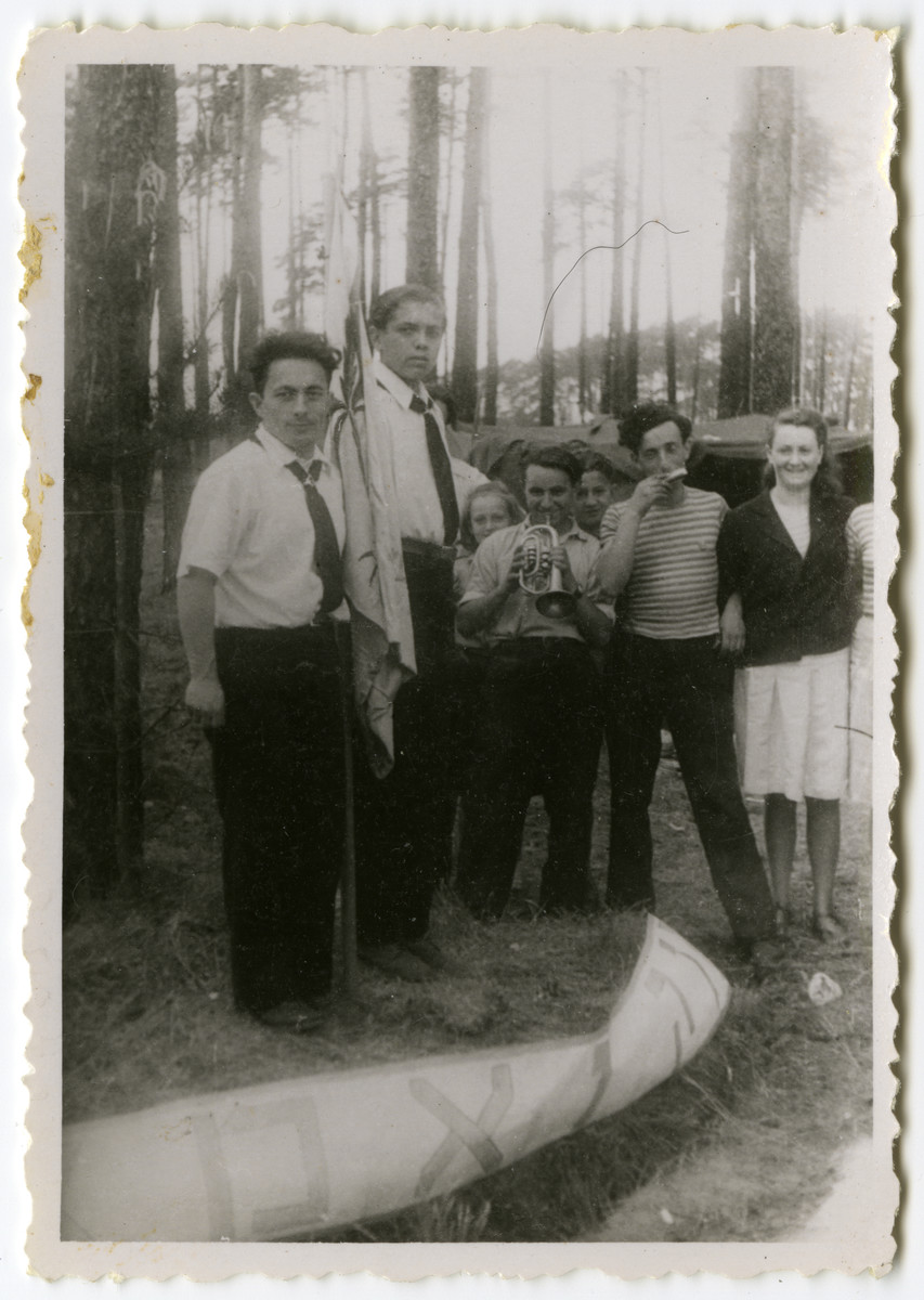 Members of the Schlachtensee branch of Hashomer Hatzair hold a flag-raising ceremony while on a camping trip.