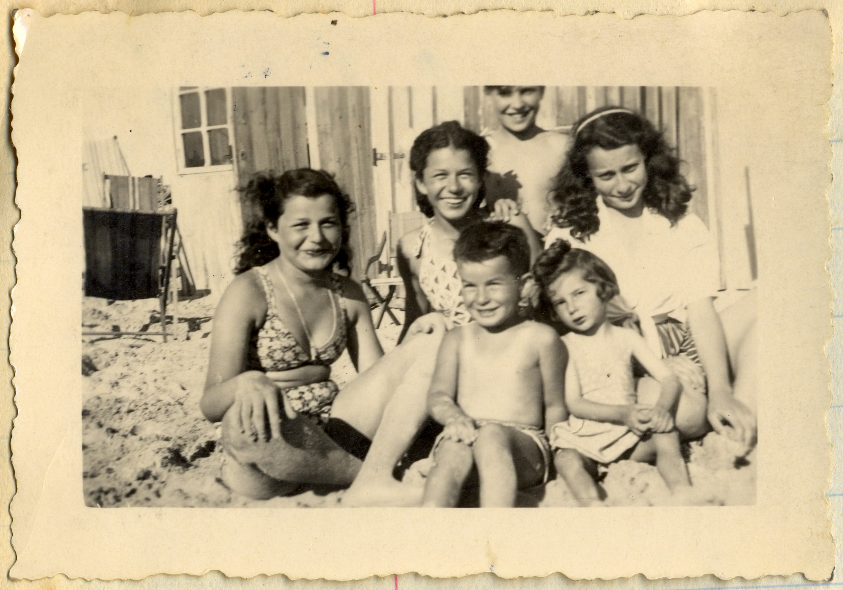 Group portrait of French Jews relaxing on the beach after the war in Le Touquet.  Among those pictured are Jacqueline and Manuela Mendels.