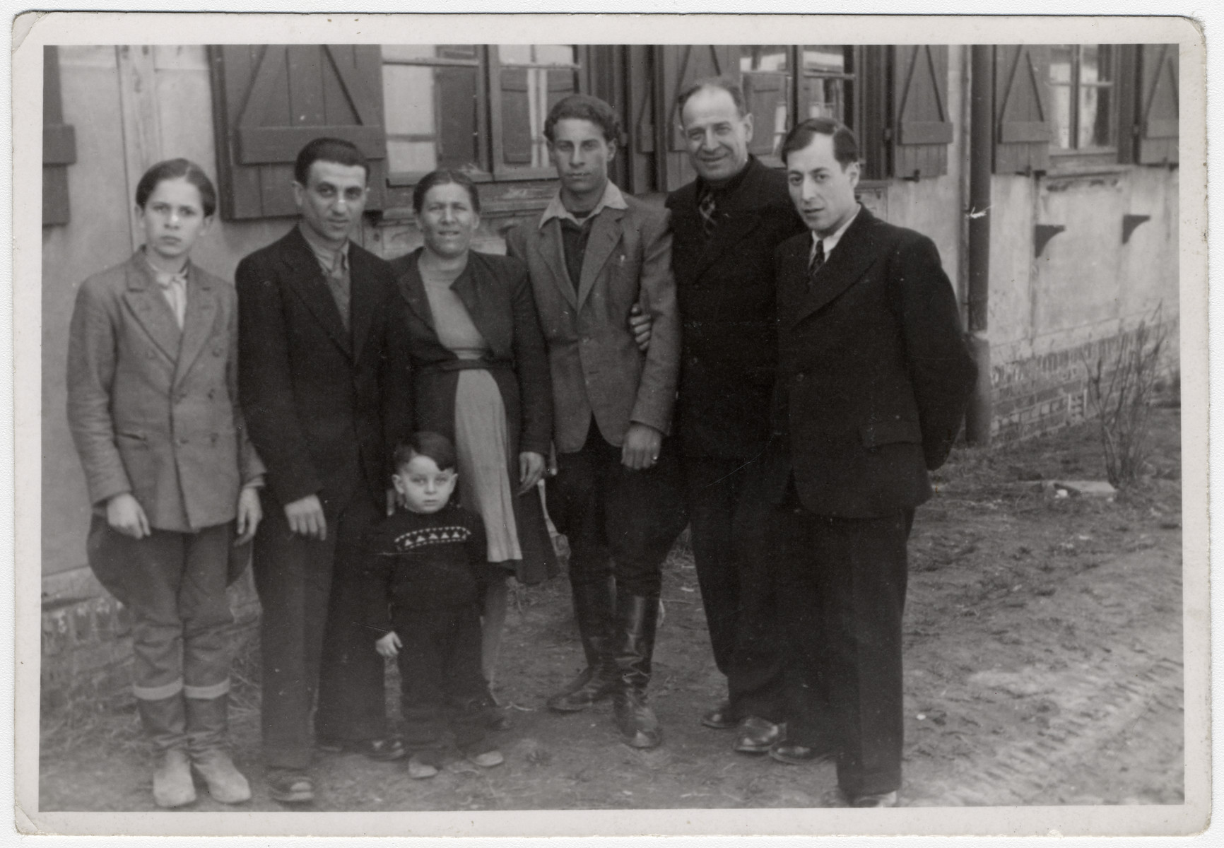 Group portrait of an extended Jewish family in the Ziegenhain displaced persons' camp.  From left to right are Mosche Rynecki, Mosche Zetelni (a cousin) and his wife, David Rynecki, Ezriel Rynecki and another cousin, Yosef Rynecki.