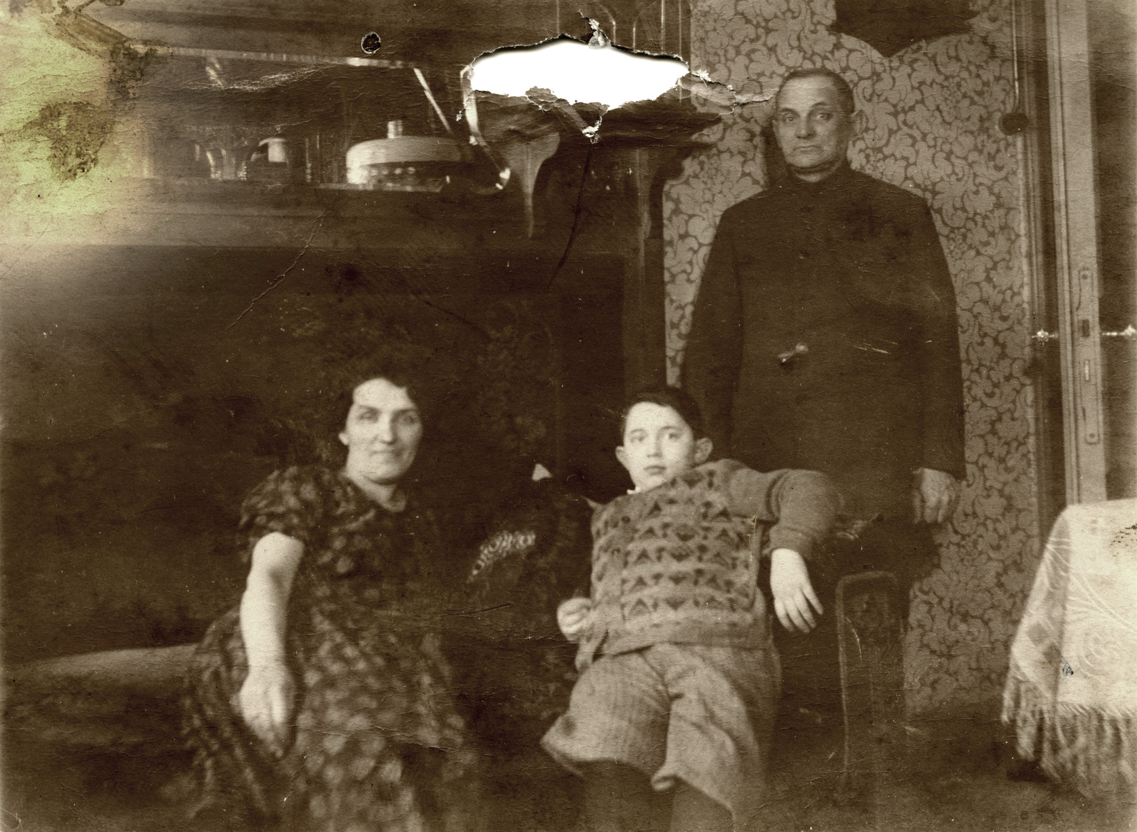 David Svirsky poses with his parents in their apartment in Vilna.