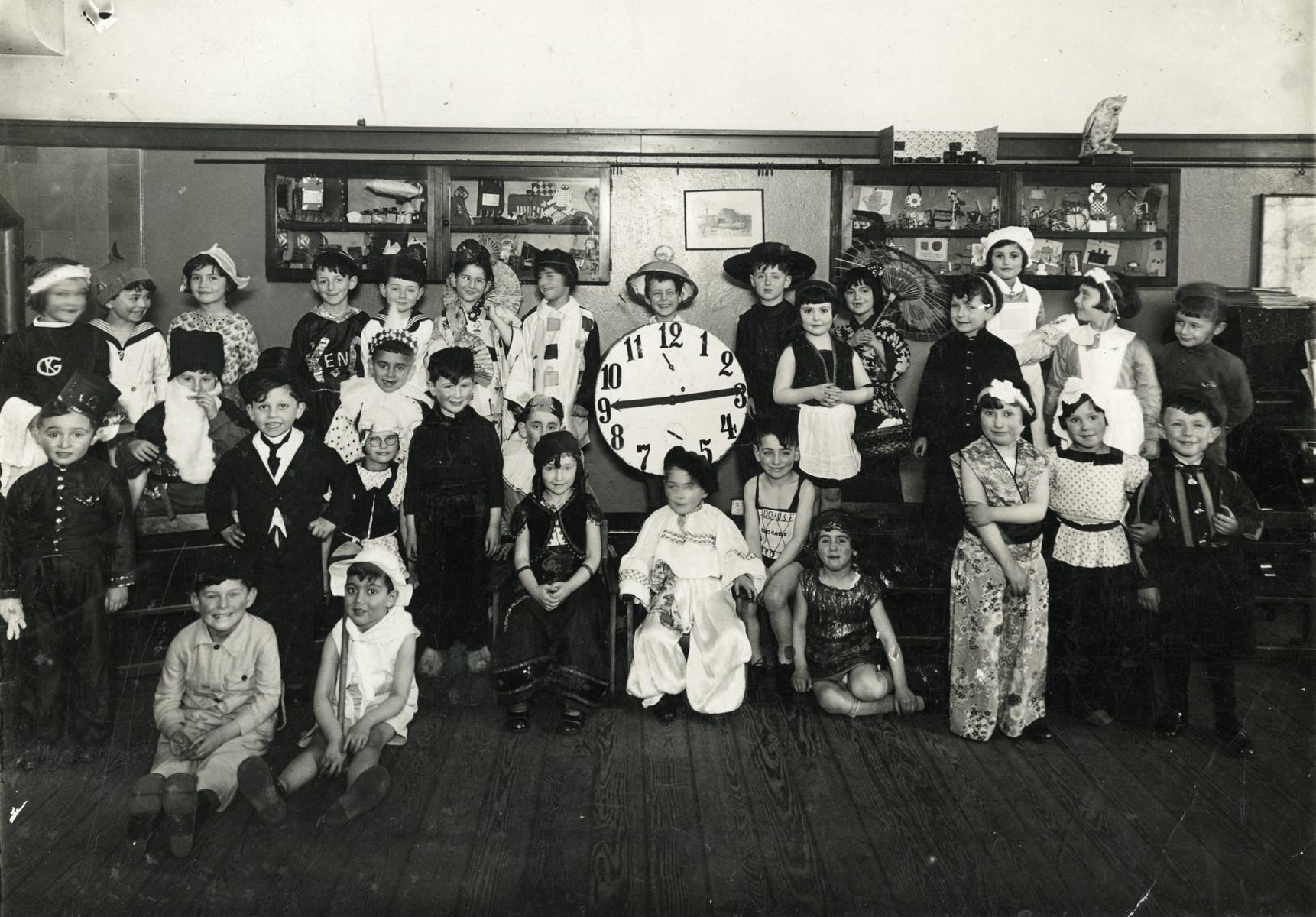 Children in the Jewish elementary school in Amsterdam pose in their Purim costumes.  Among those pictured is Elchanan Tal in a white hat and dressed as an Israeli pioneer