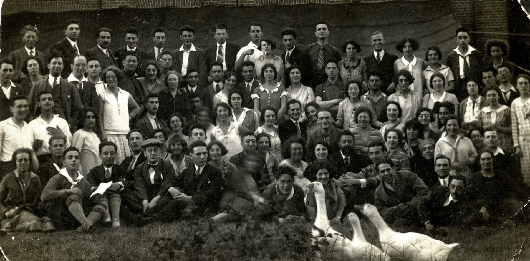 Group portrait of Dutch Jewish youth in the summer camp of the Jewish Federation in  Werape (near Zwolle).