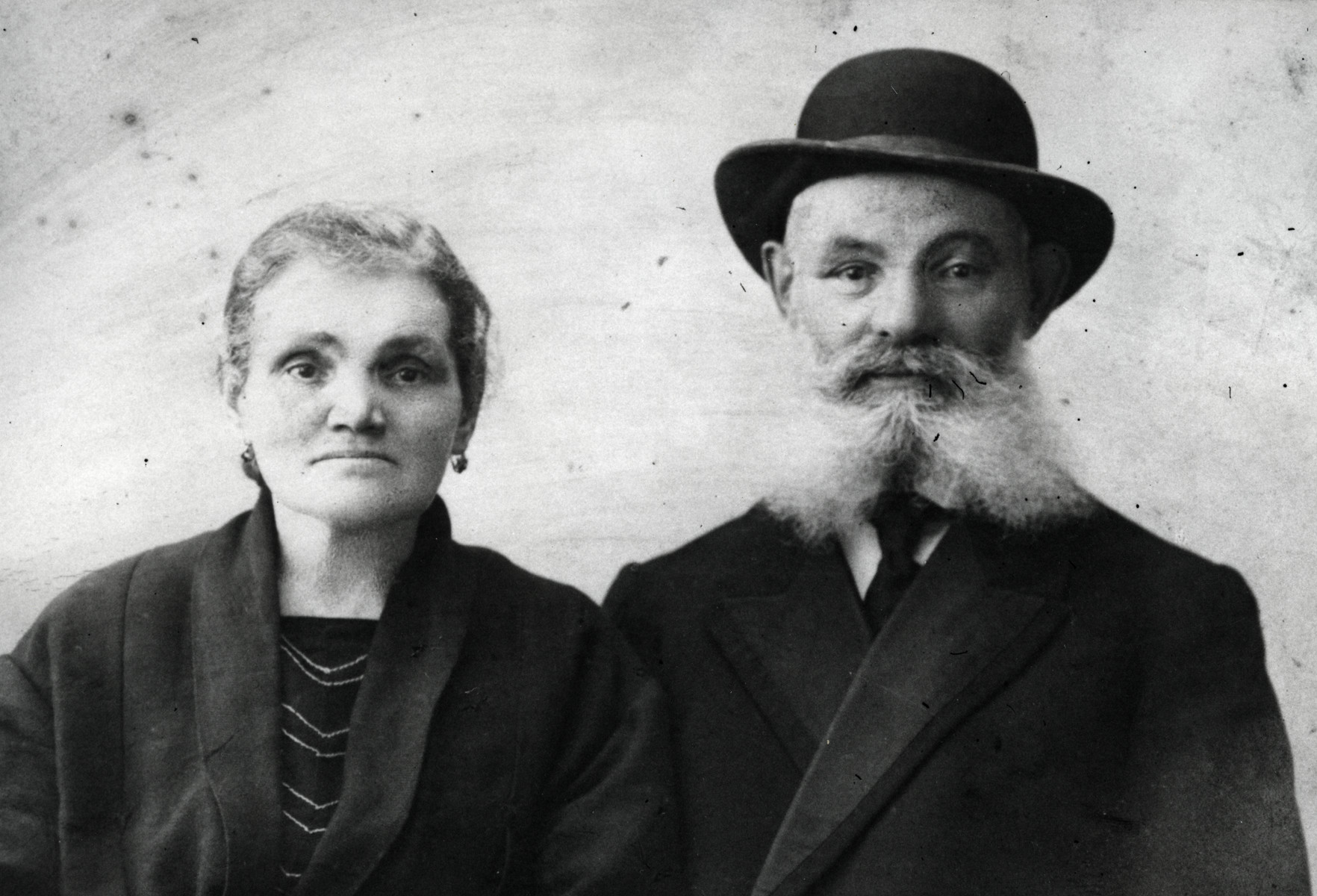 Studio portrait of Nachum and Zvia Kagen (maternal grandparents of the donor).