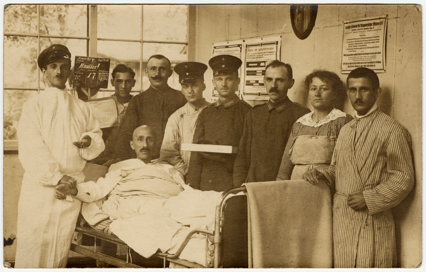 Friedrich Brodnitz (fourth from the left) visits a friend in a German military hospital.