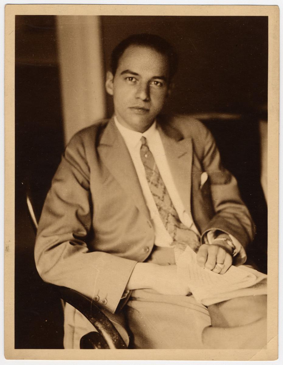 Studio portrait of Dr. Ludwig Tietz.