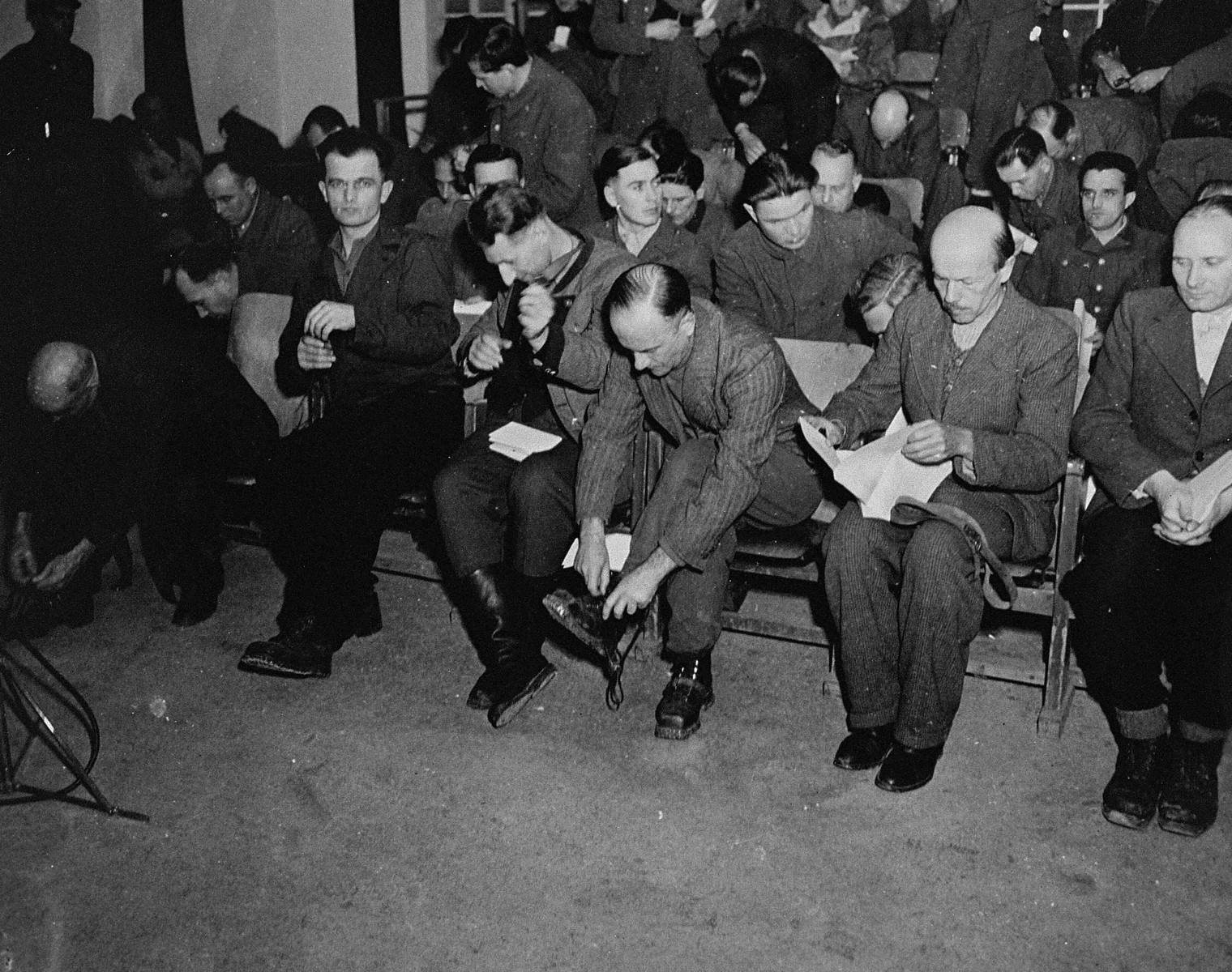The defendants remove their shoelaces and personal possessions at the beginning of the trial of 61 former camp personnel and prisoners from Mauthausen.