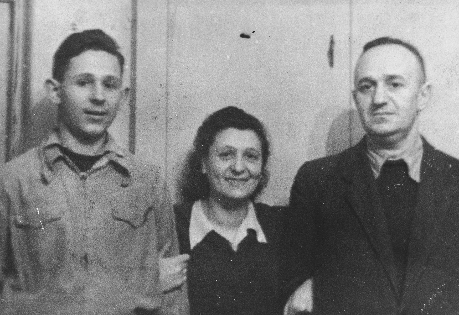Portrait of the Beigel family in the Vilna ghetto.  Pictured from left to right are: Wilhelm, Liza and Ferdinand Beigel.