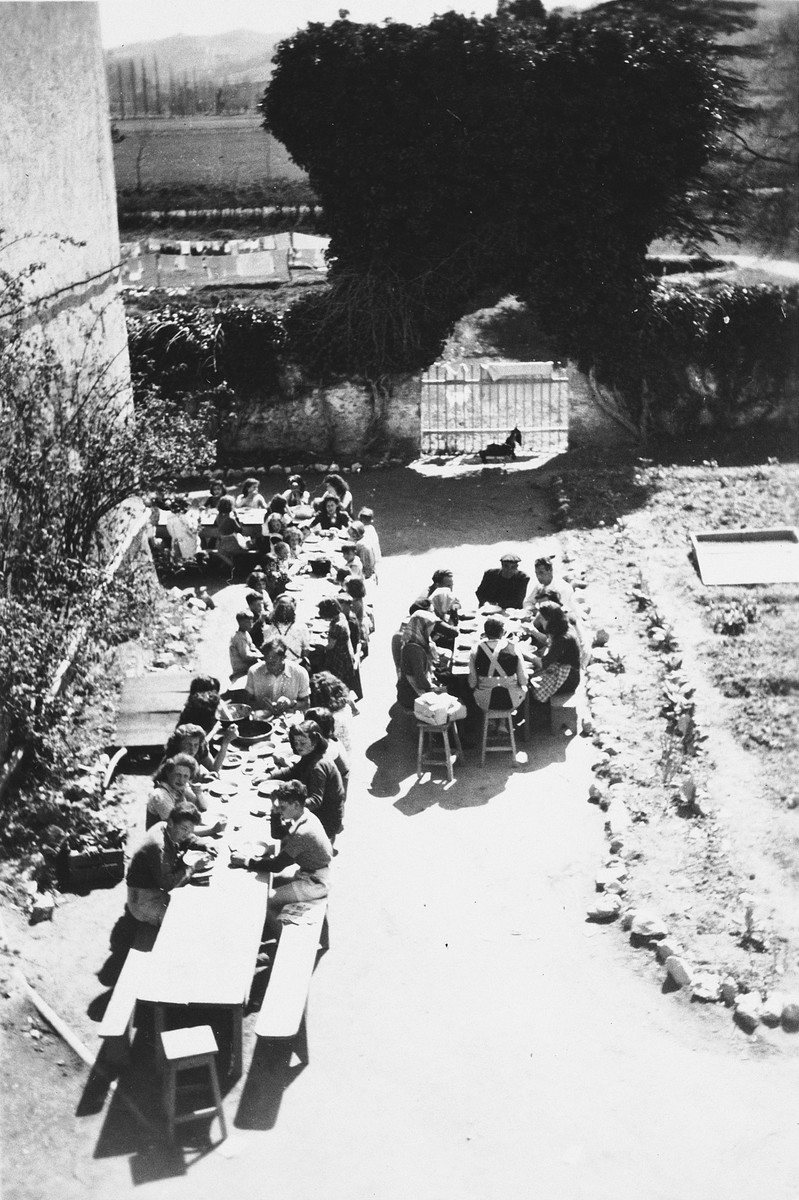 Aerial view of children eating outdoors in Chateau de la Hille.