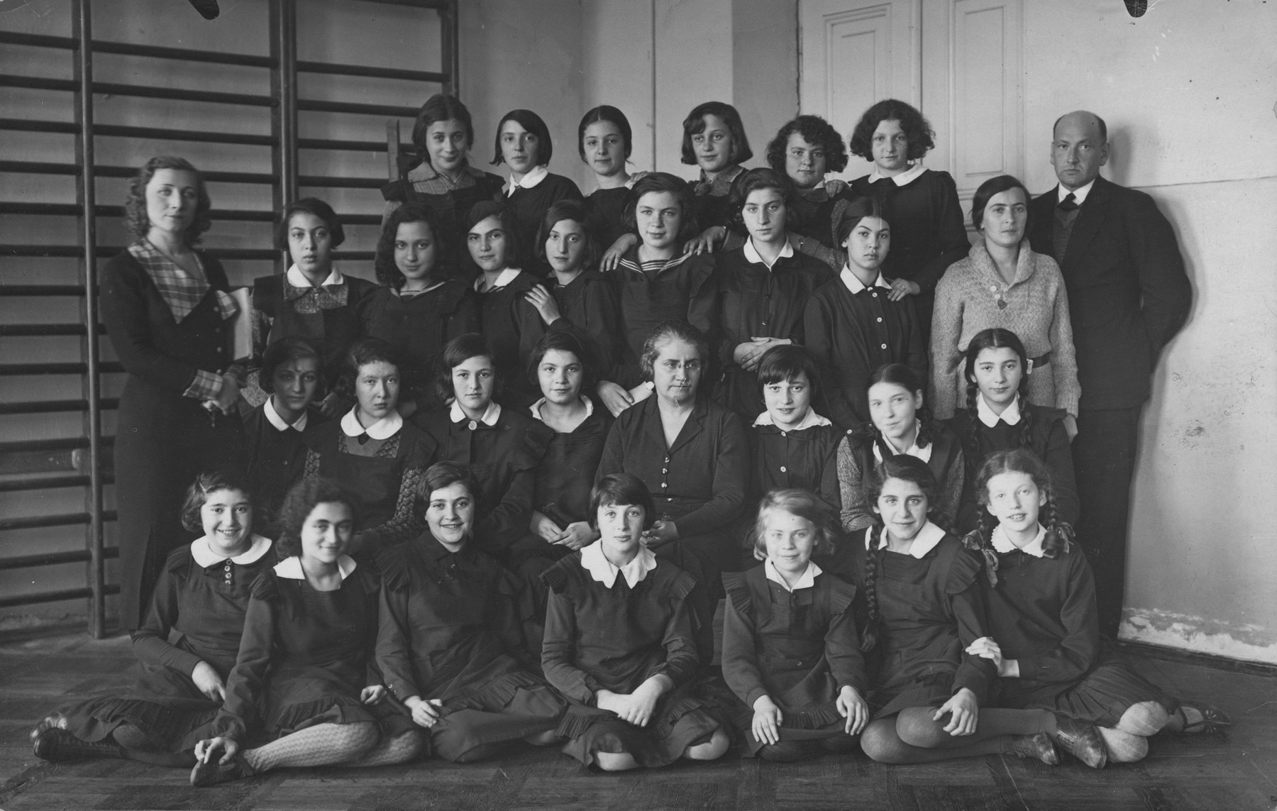 Group portrait of students attending the Yehudiah Jewish gymnasium for girls in Warsaw.