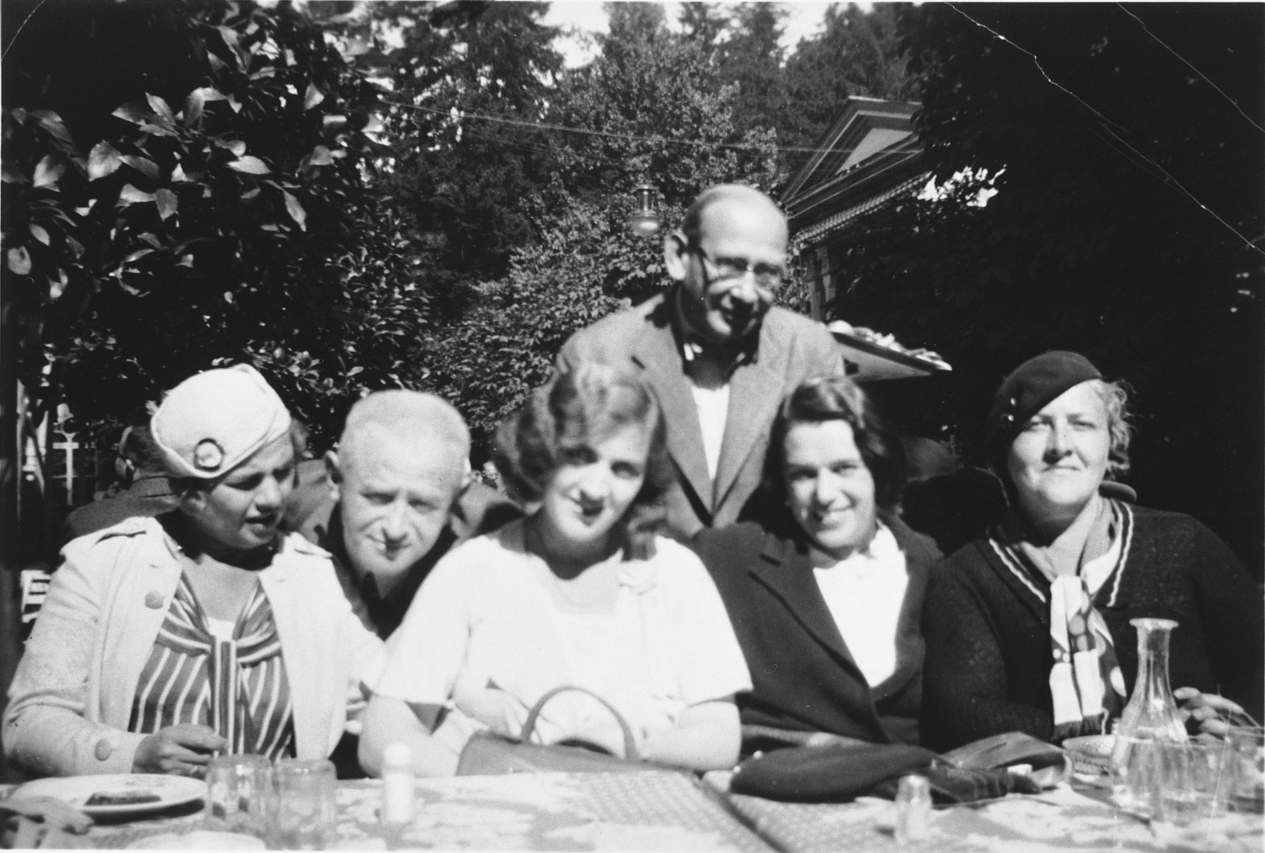Simon and Evy Brod (second and third from the left) dine outside with friends.