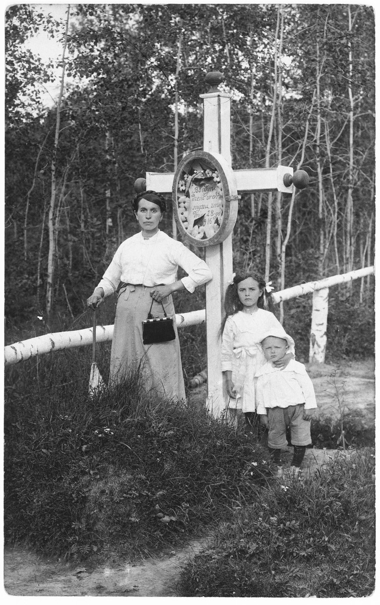 Emilie (Geromin) Bordin poses with her daughter Sofie and son Rudolf at the grave of two of her other children in Tobolsk, Siberia.