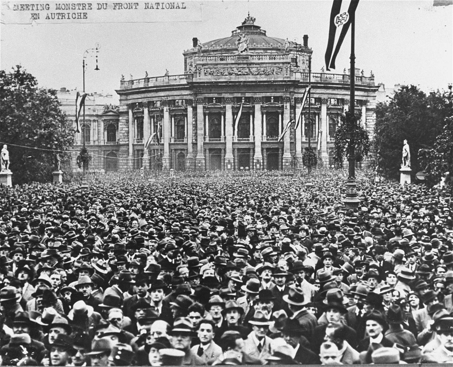 """Members of the Patriotic Front gather at the """"Rauthaus"""" to hear a speech by Chancellor Kurt Schusschnigg."""