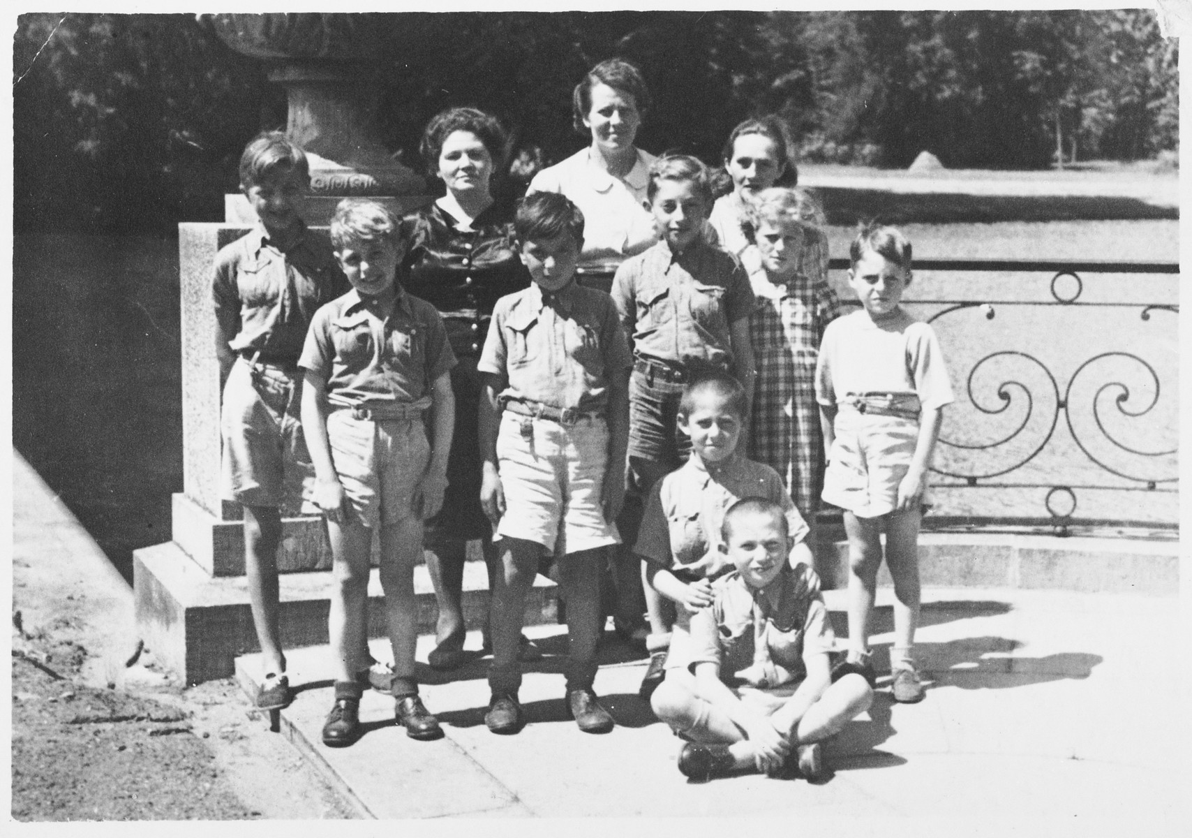 Group portrait of children at the Chateau de Beloeil children's home where Jacques and Robert Kucinski were hiding during the German occupation of Belgium.