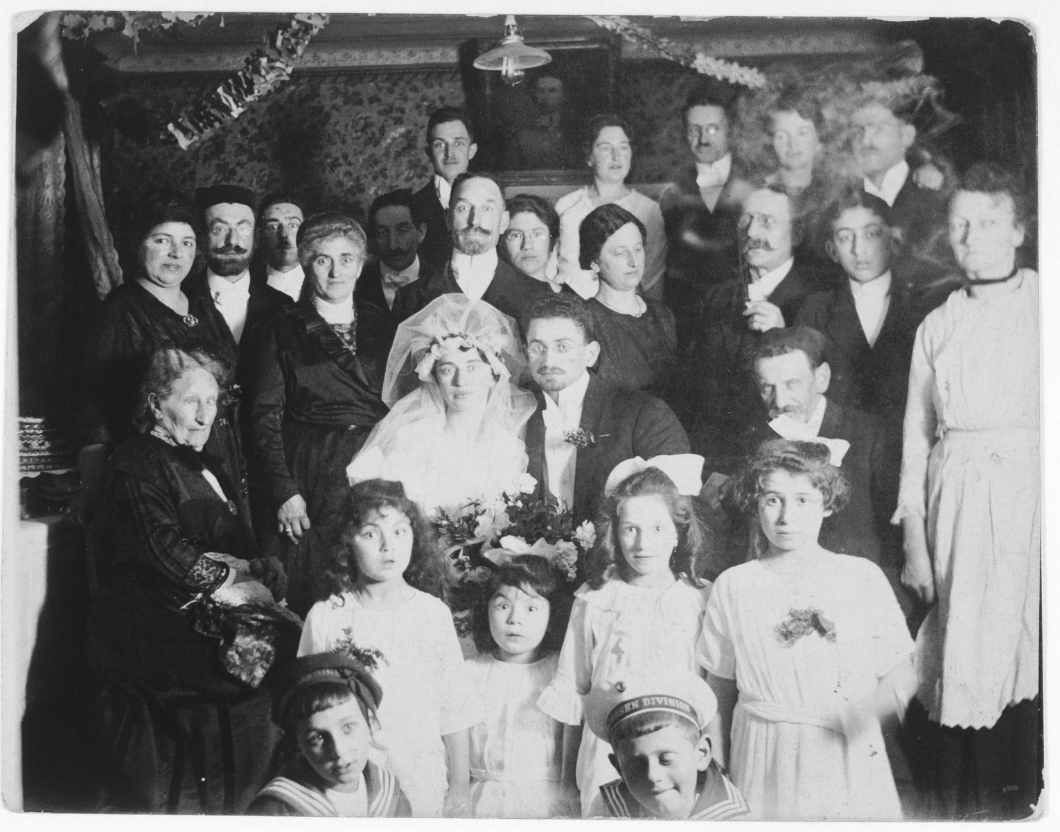 Group portrait of the wedding party at the marriage of Bertha Steinberger and Siegmund Marx in Dettelbach, Germany.