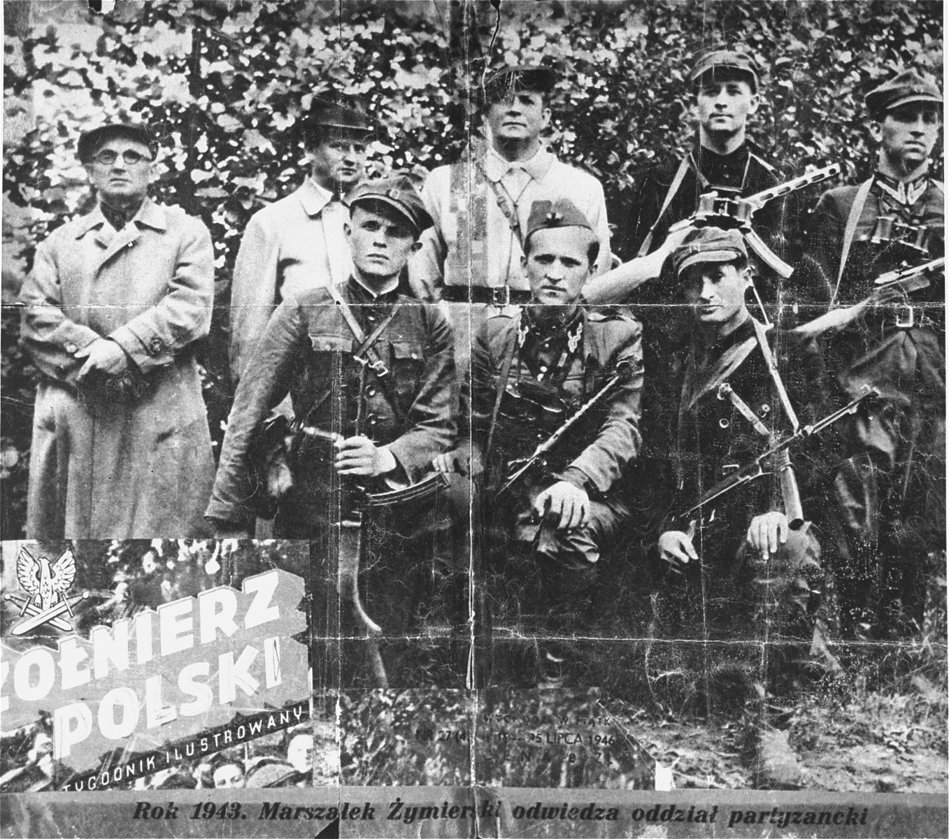 General Michael (Rola) Zymierski (top row, center), commander of the Polish communist Armia Ludowa, poses with a partisan unit in the Parczew Forest.  The partisan unit includes the Jewish physician, Michael Temchin (bottom right).