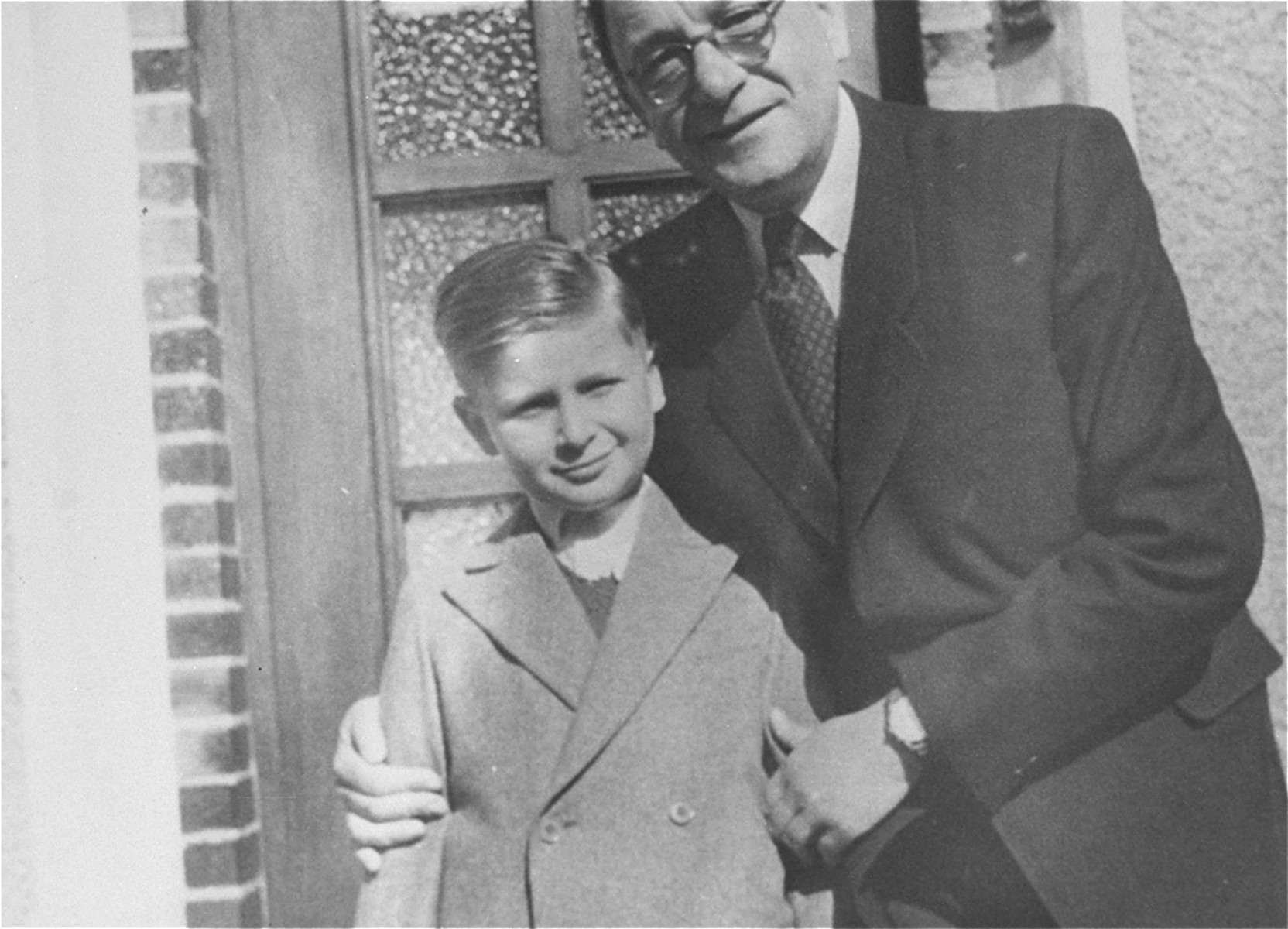 Stefan Natan Rozenberg poses with his father in postwar Germany.
