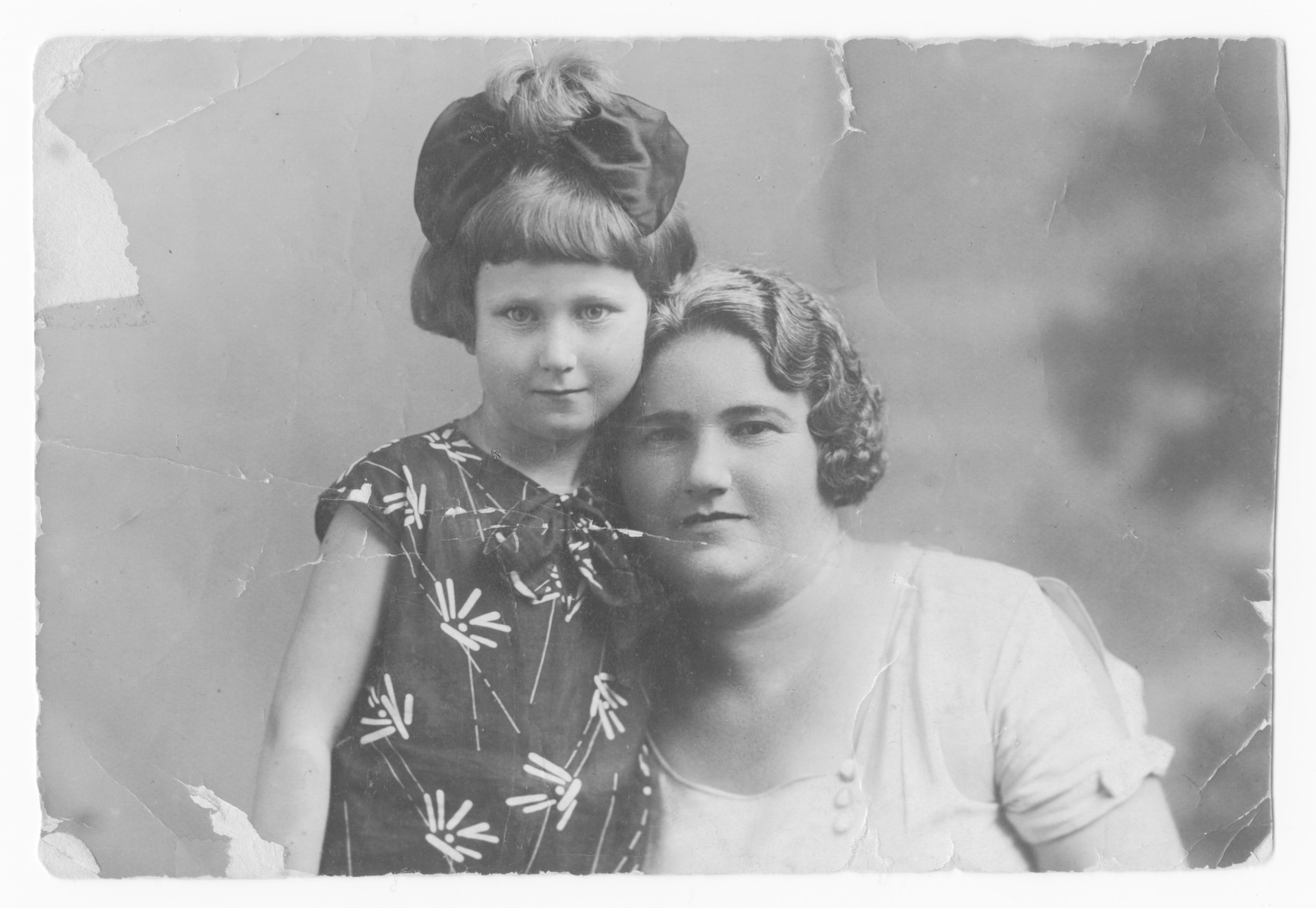 Prewar studio portrait of Golda Tenin with her daughter Paulina..