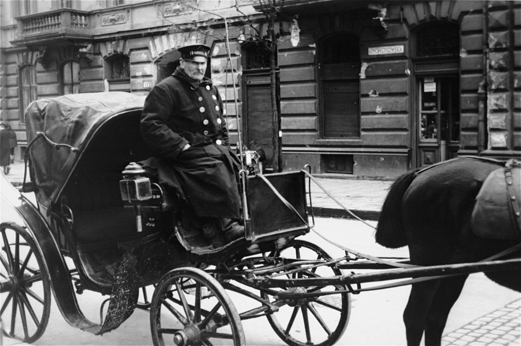 A hansom cab and its driver in Warsaw.