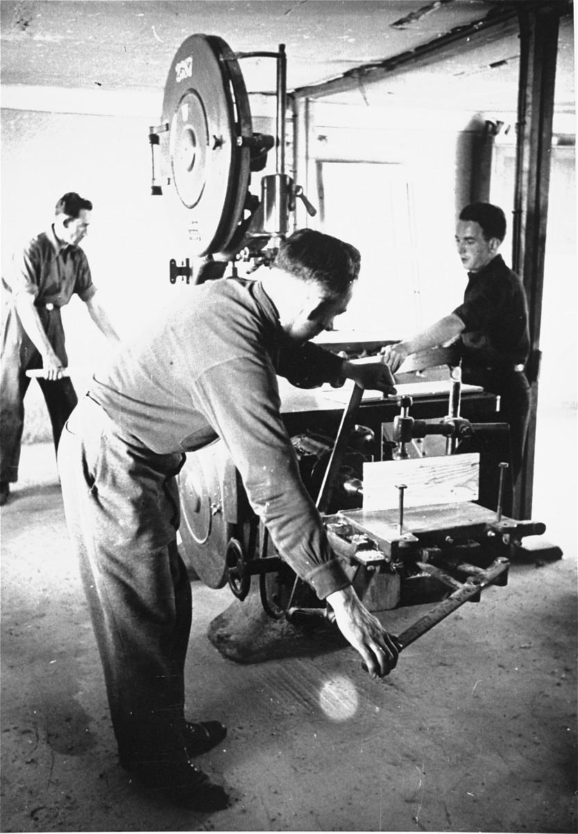 DPs in a carpentry workshop at Bindermichl DP camp.
