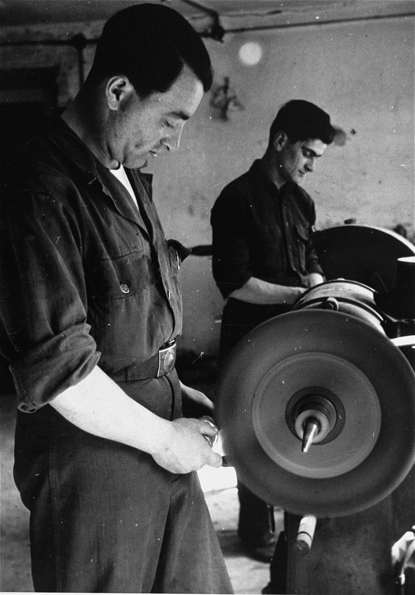 Jewish DPs in a workshop in the Bindermichl DP camp.