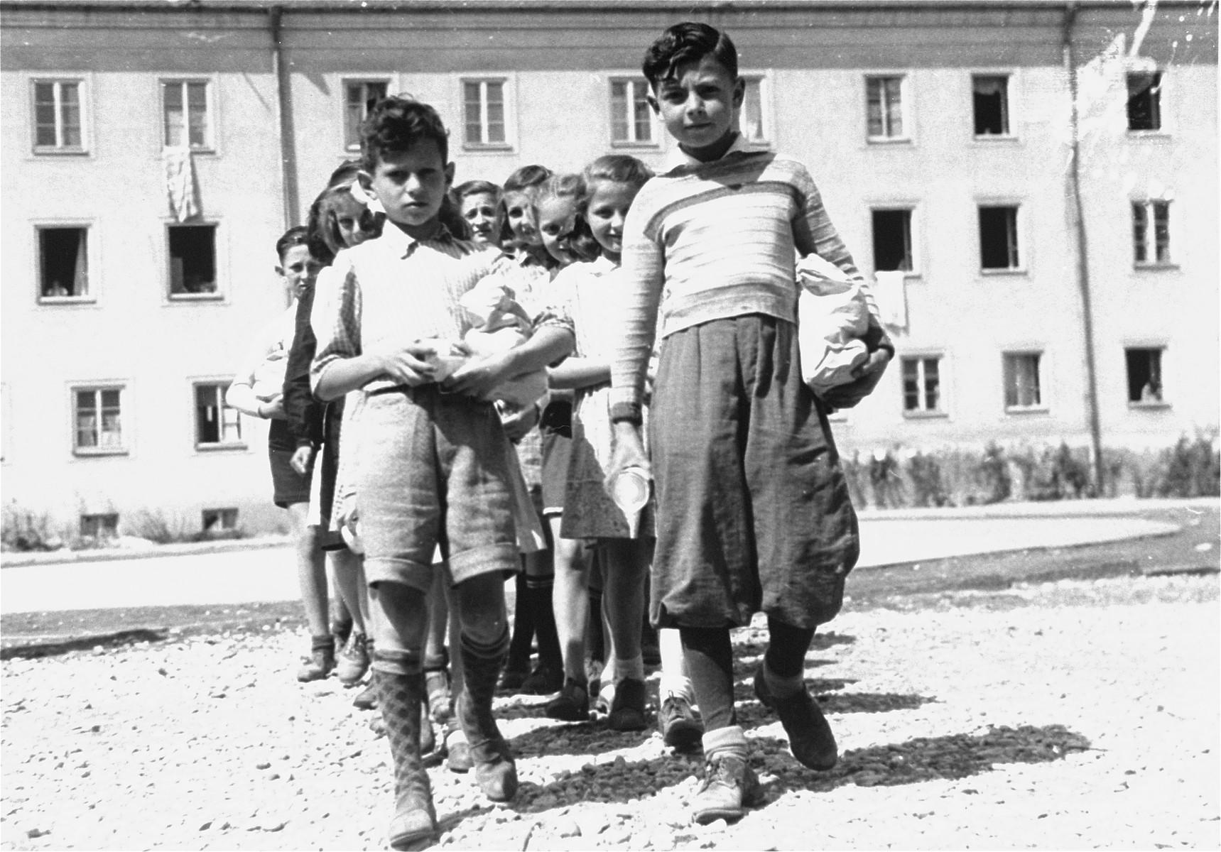 DP children in the Bindermichl DP camp.
