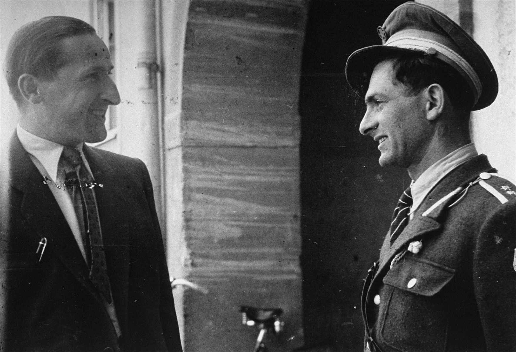 Willie Sterner (right), police chief of the Bindermichl displaced persons camp, in conversation with the mayor.
