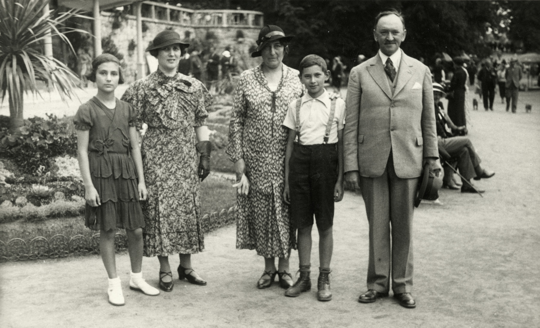 Prewar family portrait of the Steiner and Lakner families posing in an outdoor garden.  From left to right are Reline Steiner, Nelly, Josy Steiner, Leo and Adolf Lakner.
