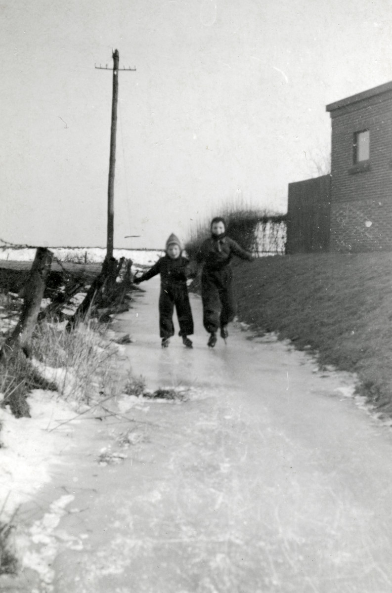 Elly and Alfred Drukker go ice staking in Winschoten.
