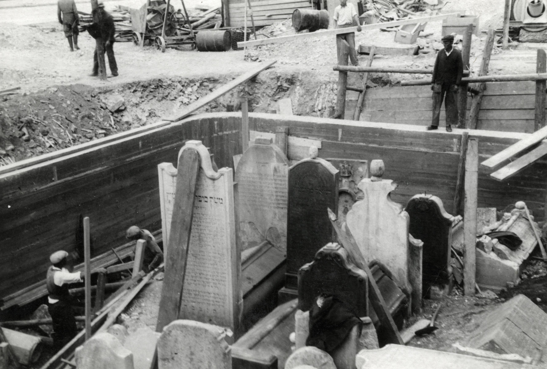 Slovak Jews relocate the tombstones and coffins from the old Jewish cemetery to new Orthodox cemetery farther from the city center.