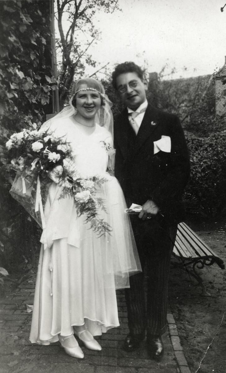 Wedding portrait of Erna Jacob and Maurits Drukker.