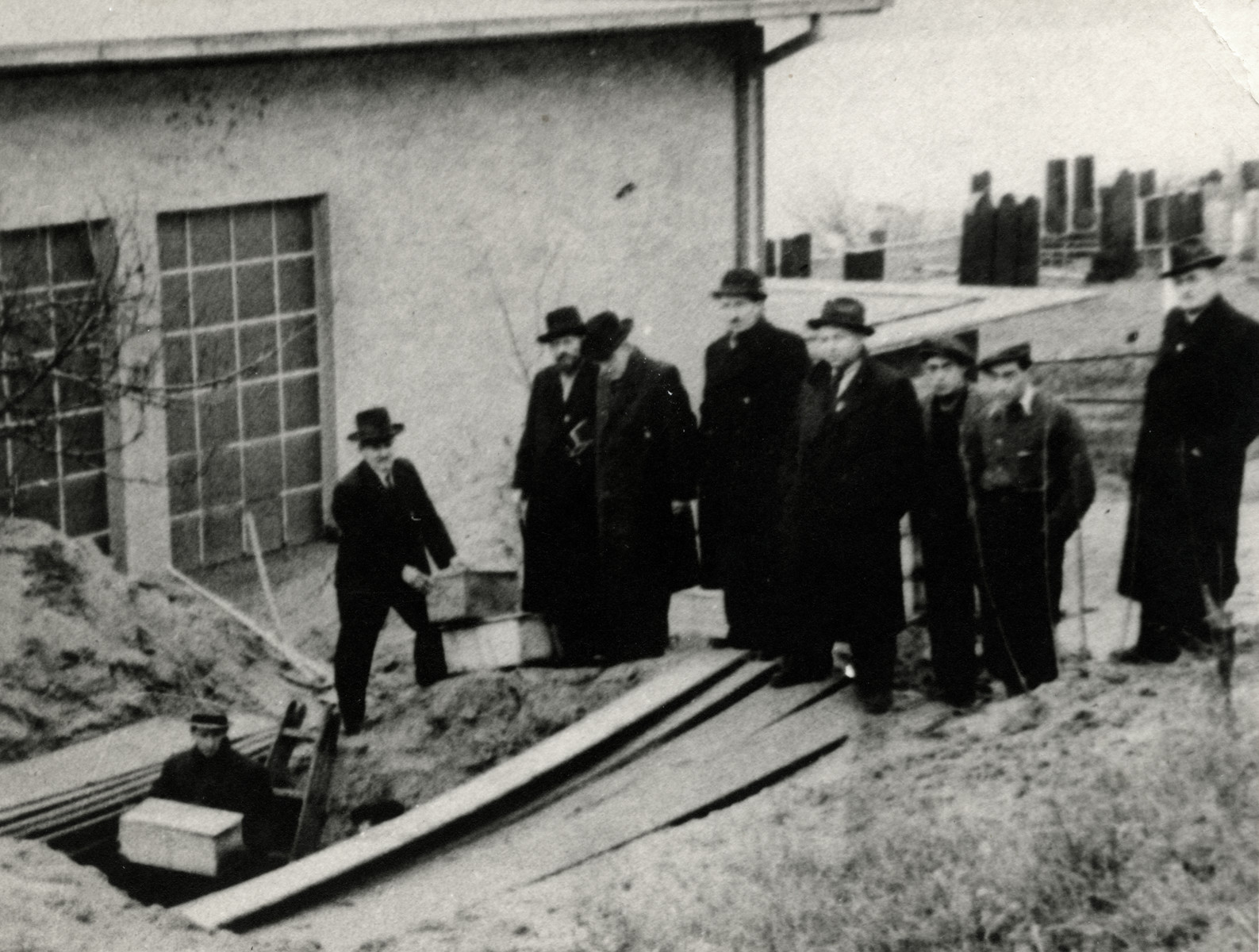 Slovak Jews relocate the tombstones and coffins from the old Jewish cemetery to new Orthodox cemetery farther from the city center to make way for a tramway tunnel.