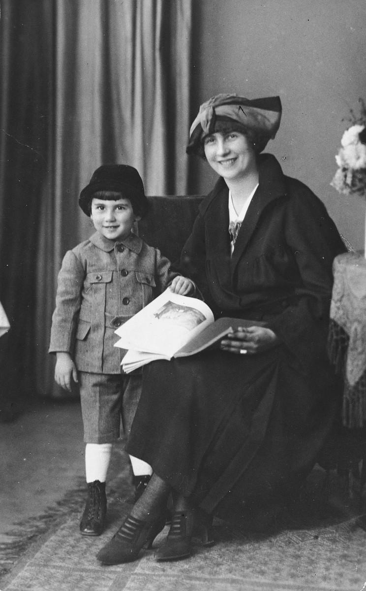 Studio portrait of Jenny and Kurt Porges, a Jewish family in Austria.