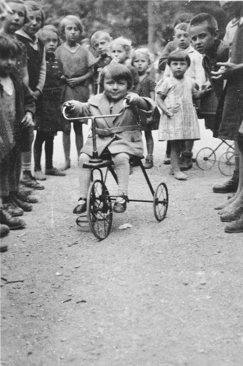Lucie Eisenstab rides her tricycle in Arthaberpark in Vienna.