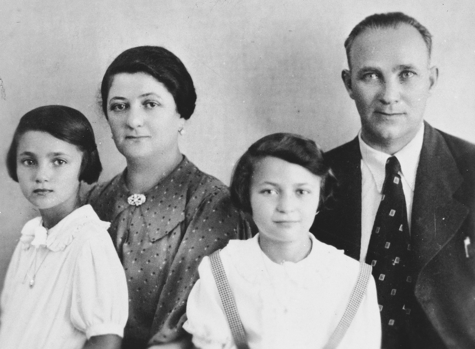 Studio portrait of the Eisenstab family.  From left to right are Elfi, Jetty, Lucie and Eisig Eisenstab.