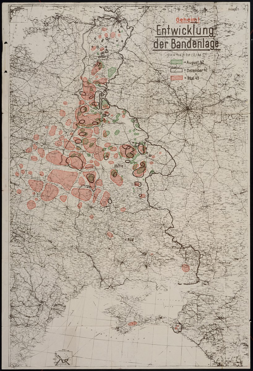 Entwicklung der Bandenlage showing partisan activity for August 1942, December 1942 and May 1943.