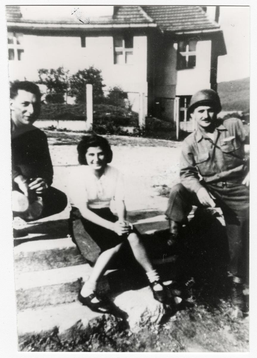 Portrait of Halina Kleiner with her American liberators in Prachatiche, Czechoslovakia.