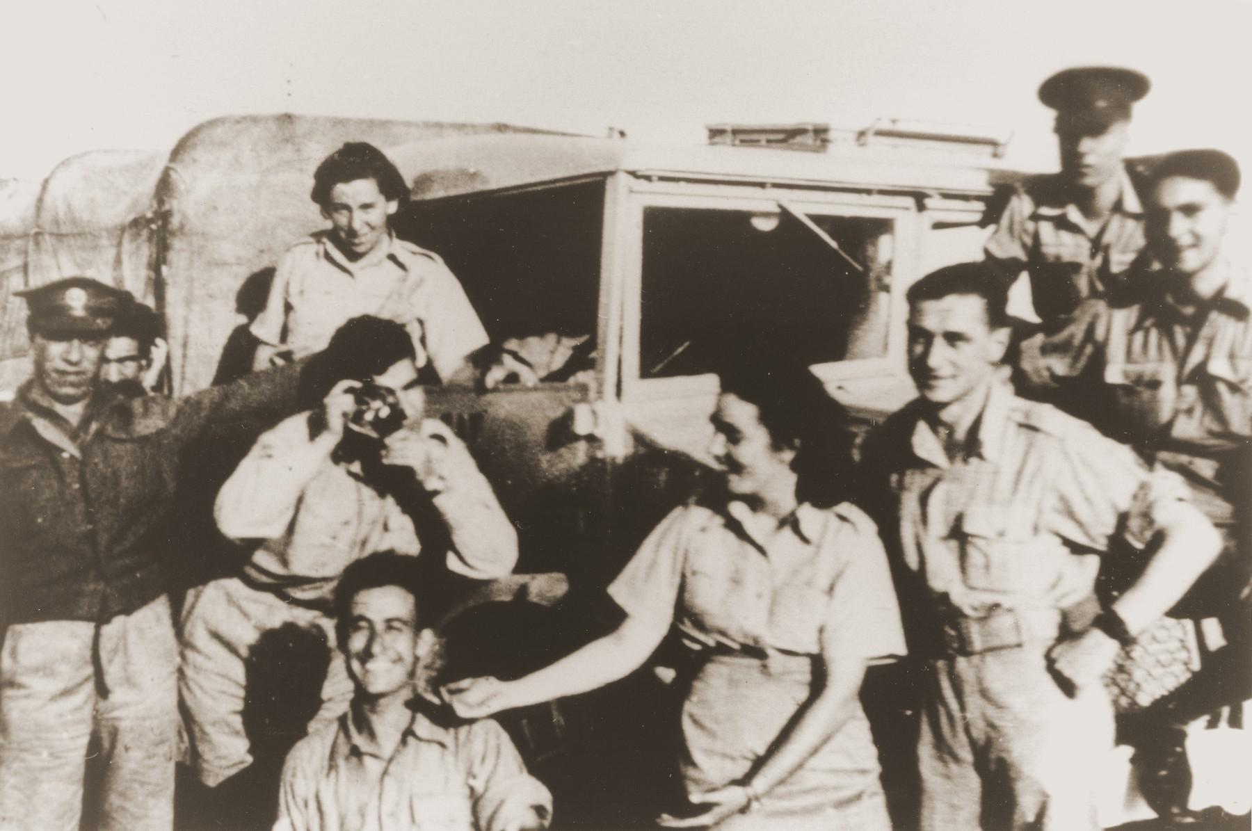 Palestinian Jewish parachutists Haviva Reik, Baruch Kamin, Uriel Kanner, Dov Berger (Harari), Tsadok Doron and Sara Braverman go sightseeing while in Egypt for their training.