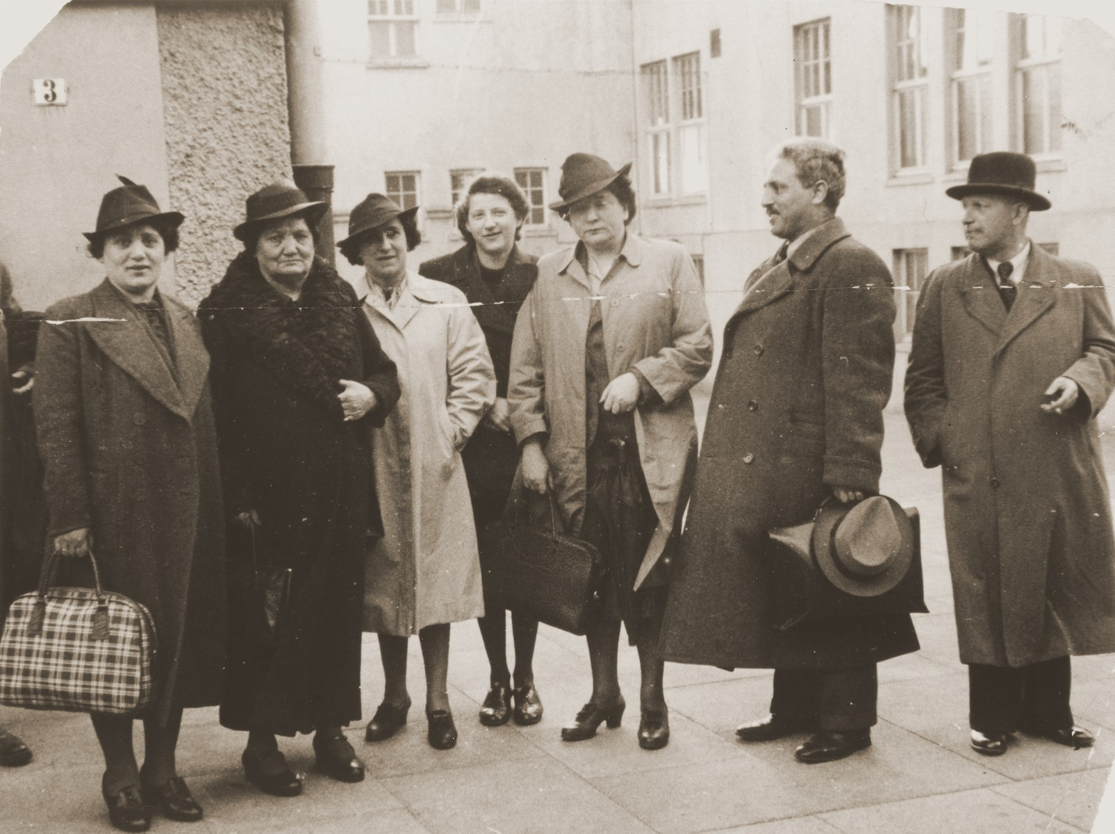 The Penner family gathers in Bremen to bid farewell to Chaya Penner (mother of David Penner) before she sails to the United States.   Pictured from left to right are: Dora (Penner) Rosenmund; Chaya, Janka, unknown and David Penner.
