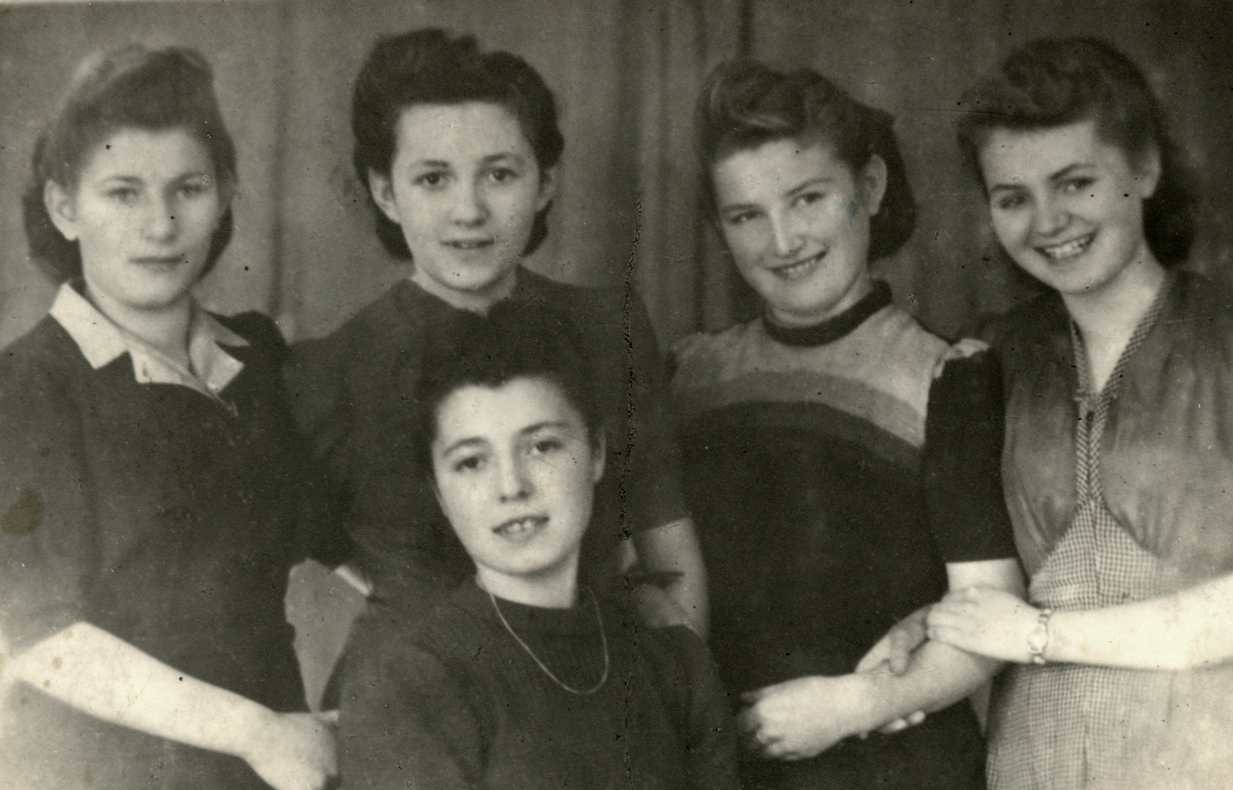 Group portrait of young women in the Chrzanow ghetto.  From left: Leika Laufer, Sala Ferber, Ruchka SiIberberg (?), Mali Lamm, Sita May (Czechoslovakian)