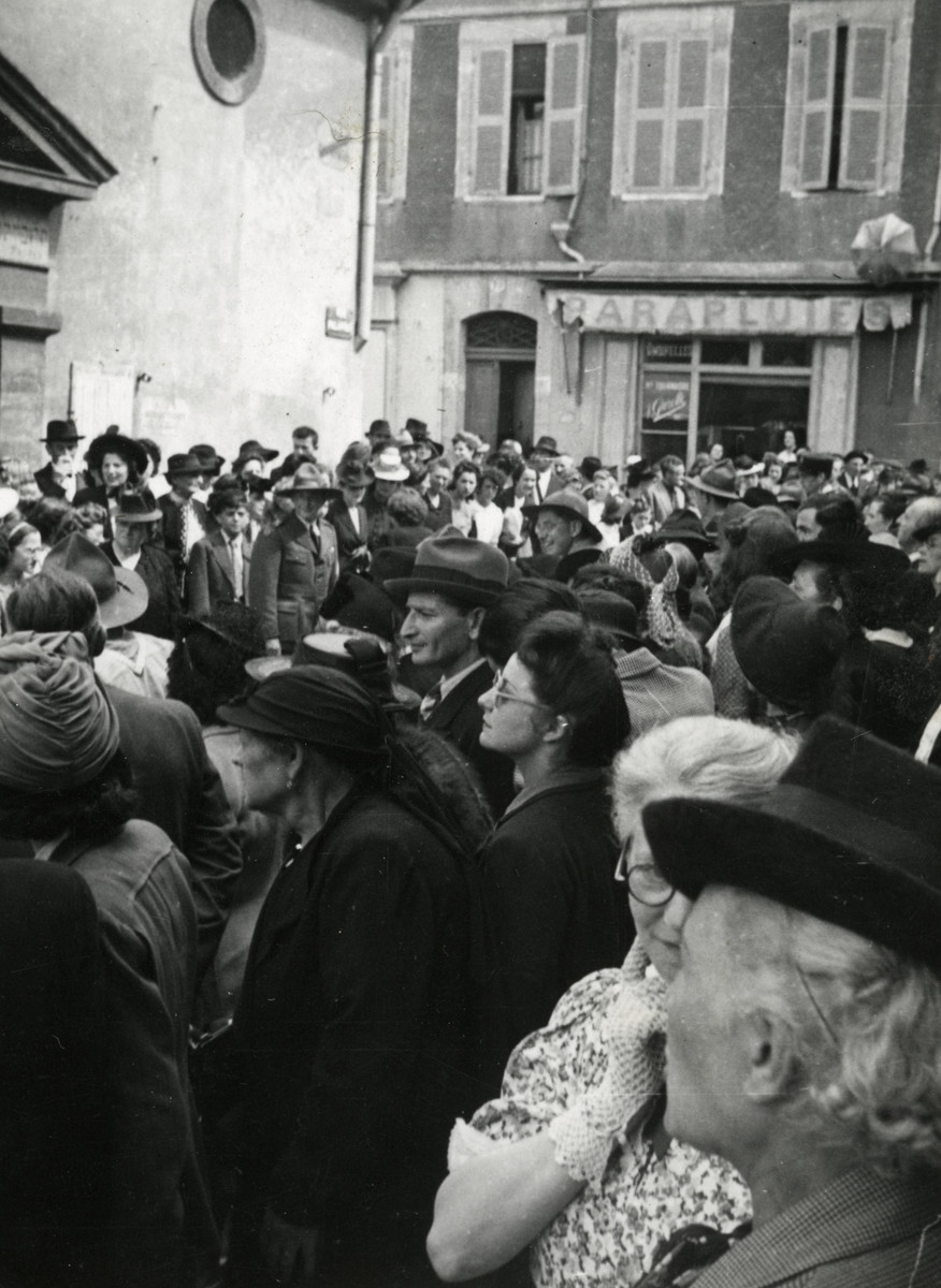 A crowd attends the wedding of Fanny Reicher and Rabbi Moise Cassorla (parents of the donor) on June 25, 1942.