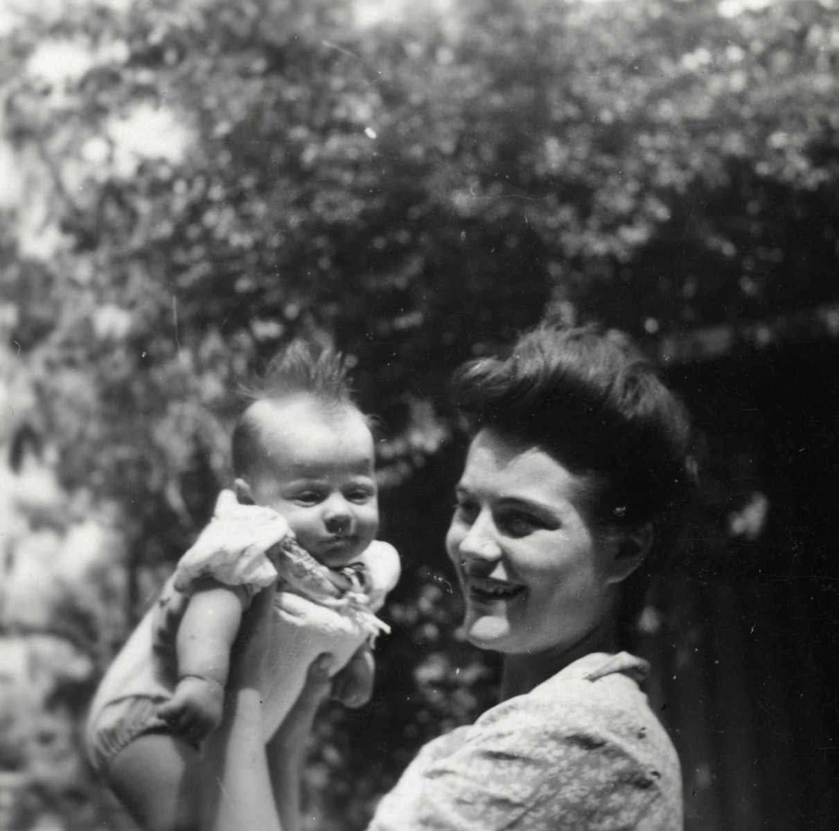 Fanny Reicher Cassorla (mother of the donor) holds her son Jose, then a few months old.