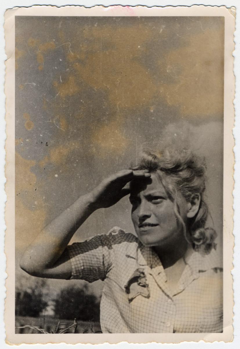 Close-up portrait of Mendel Grosman's sister Rozka in the Lodz ghetto.