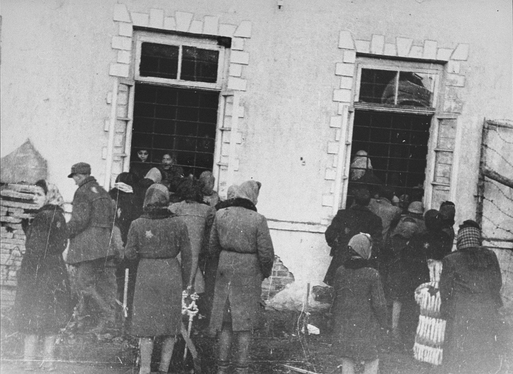 Kovno ghetto jail, visiting imprisoned friends and relatives.