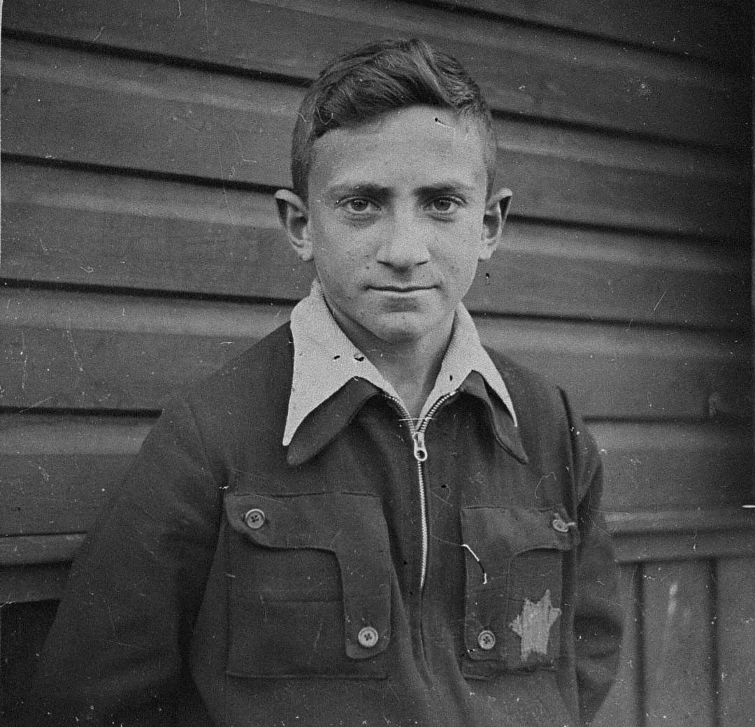 "Portrait of I. Shapiro in the Kovno ghetto.  The Yiddish inscription on the back reads:  ""A momento to my dear friend Itzhak Trozki, from me, I. Shapiro / October 19, 1943."