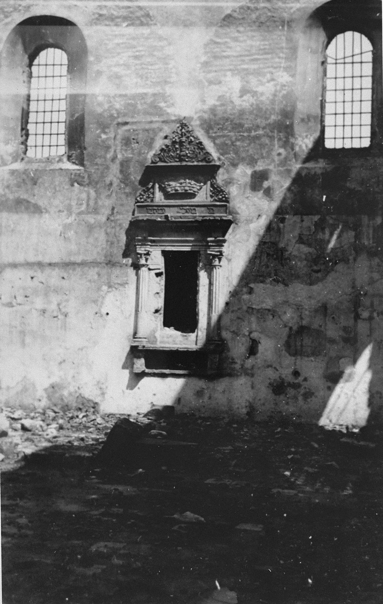 Destroyed synagogue in Kovno.