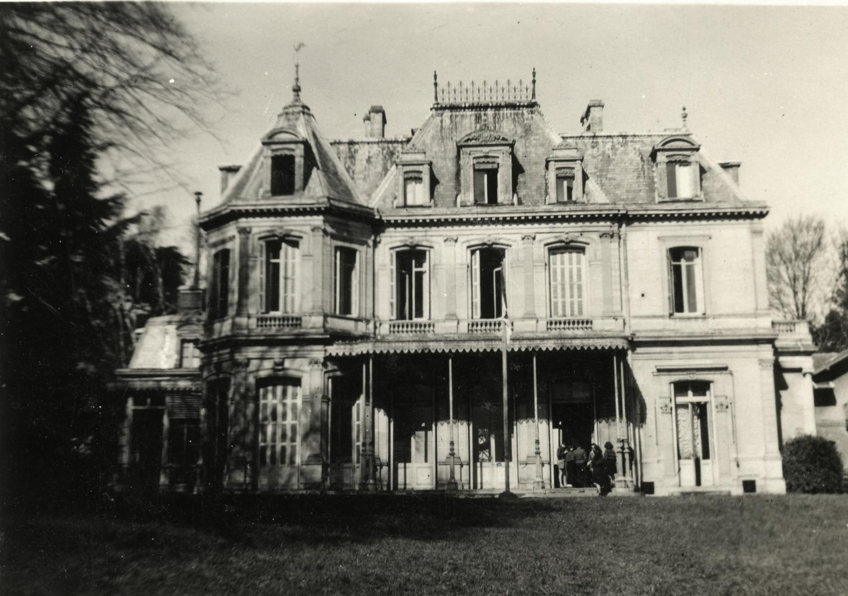 Exterior view of the Chateau de Monbardon, the home of a Borochov/Dror Hachshara outside of Paris.