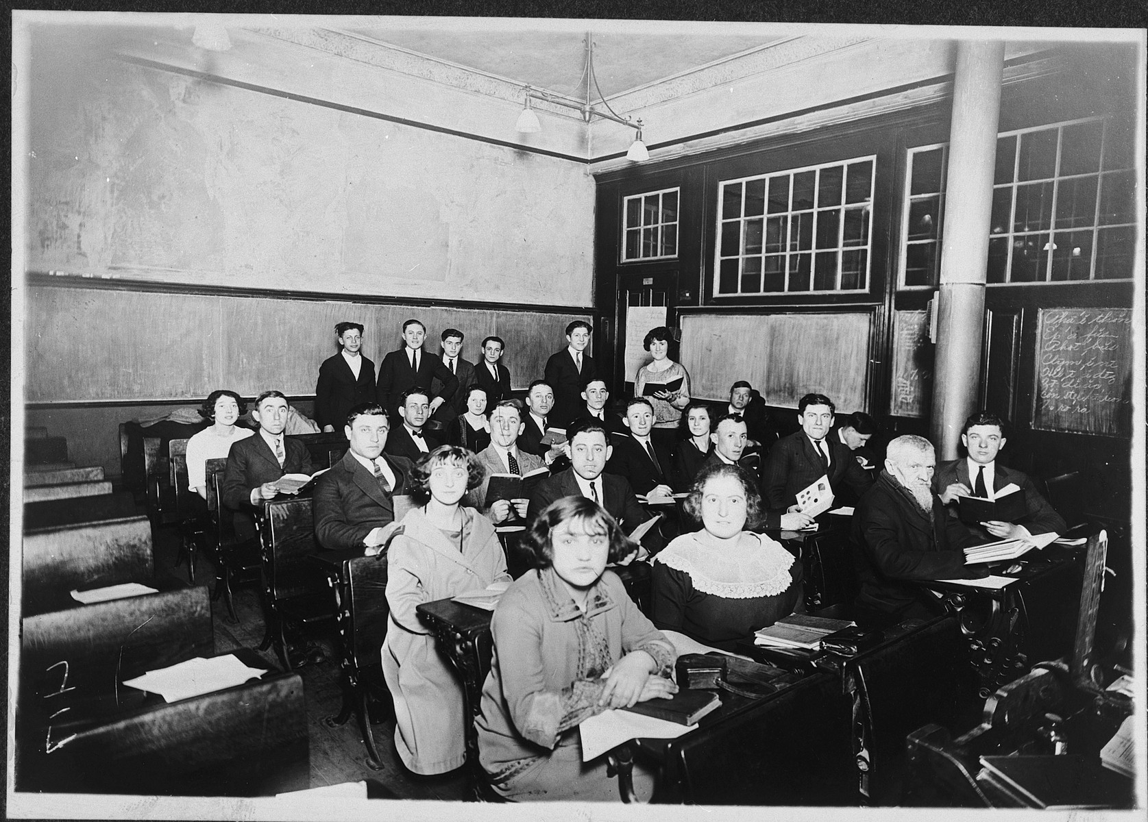 Group portrait of students in an English class in Kamenetz-Podolsk.  Isidor Weiss (Itzik Vortzel) is pictured in the third row, second from the left.