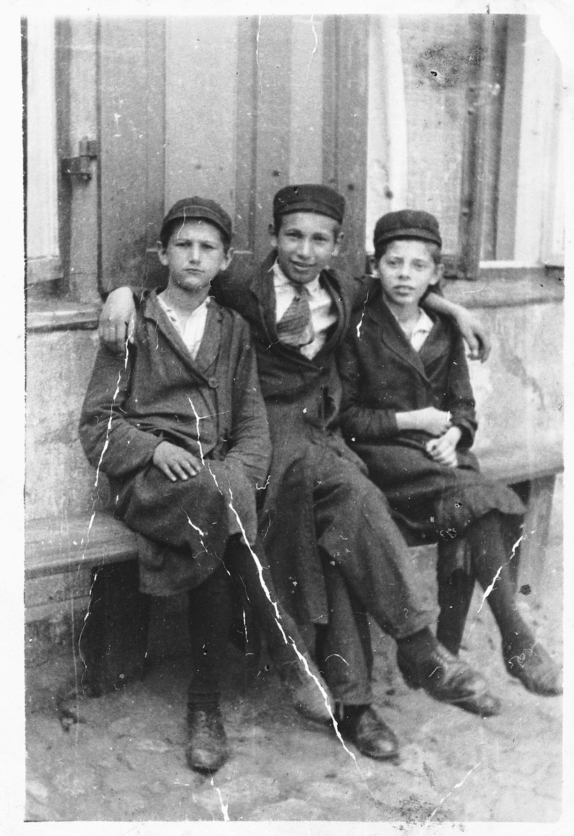 Yehiel Milchberg (brother of the donor) poses with his cousins outside a building in Nasielsk.  From left to right are Mordechai (12 years old), Yehiel Alter Milchbert (15 years old), and Yehiel Milchbrg, (11 years old).