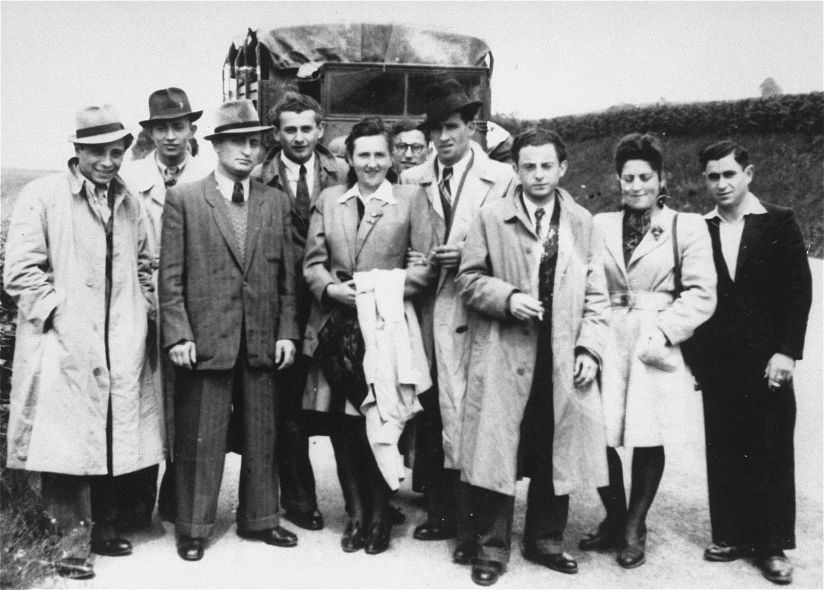 Group portrait of Jewish DPs from the Foehrenwald displaced persons camp on an excursion to Garmisch.  Among those pictured is Pinhas Kirszenblat (third from the right) and Cima Zalcberk (second from the right).