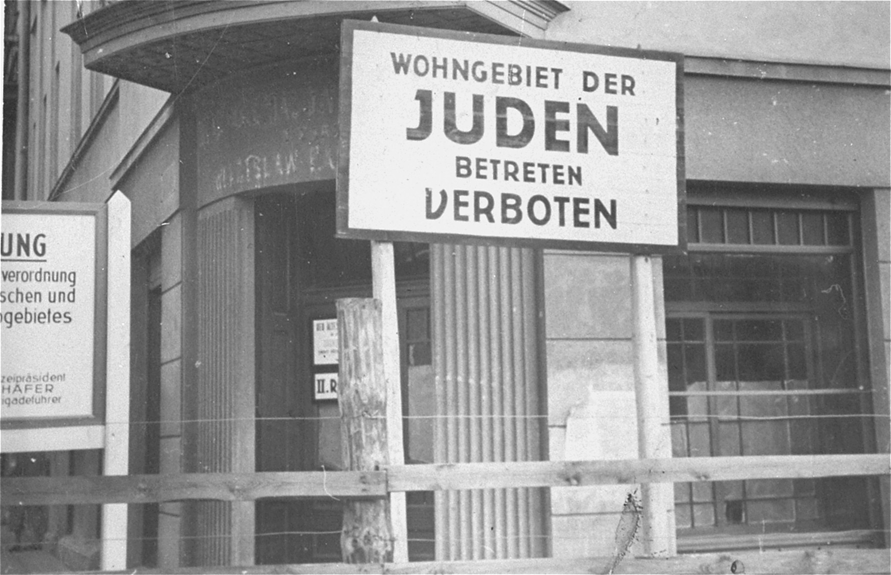 View of the wooden and barbed wire fence that separated the Lodz ghetto from the rest of the city (probably taken from Zgierska Street).  Signs forbidding entrance to Poles and Germans were posted at all entrances to the ghetto.